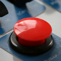 01481-red-button